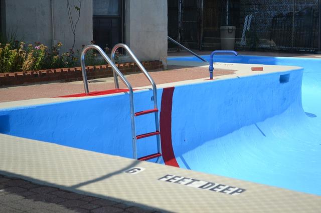 marque echelle de piscine hors sol